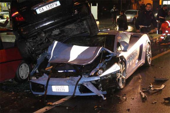 Italian Police Crash Lamborghini